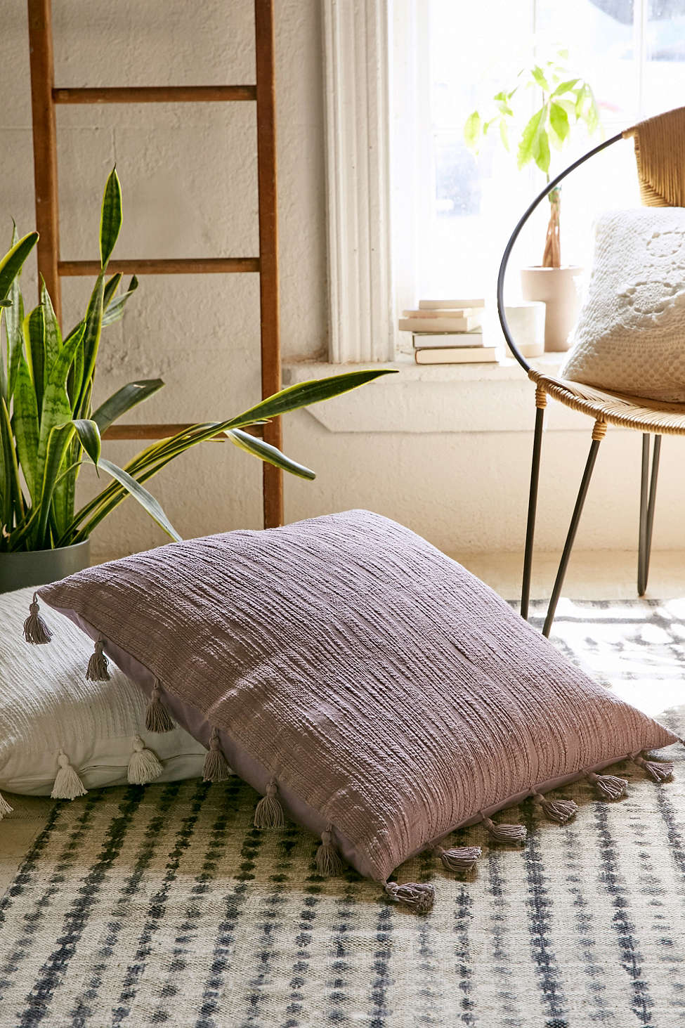 Eco Floor Pillows : 21 Chic And Cozy Floor Pillows - 101 Recycled Crafts